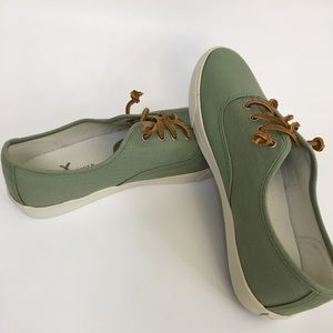 EUC   AEO Canvas Green Tennis Shoes   Size: 9